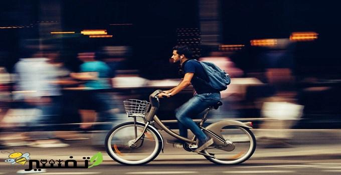 ركوب الدراجة في المنام مع أحد