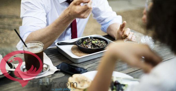 تفسير رؤية الميت يأكل في المنام لابن سيرين 2019