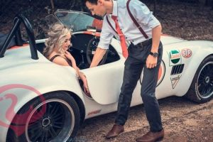 تفسير حلم ركوب السيارة مع شخص في المنام