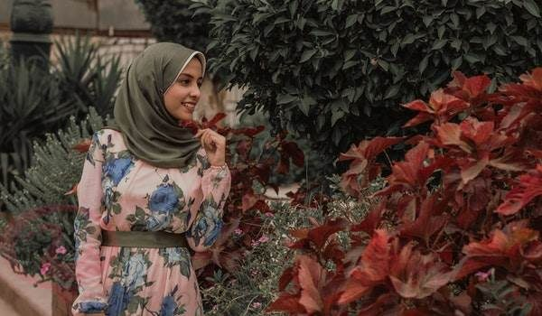 رؤية لبس الحجاب الأحمر في المنام
